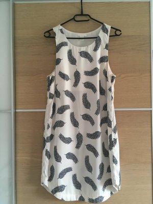 Kleid mit Federmuster