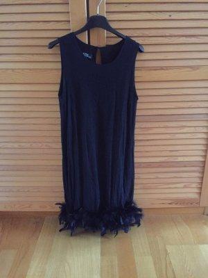 Kleid mit Federn für den Abend