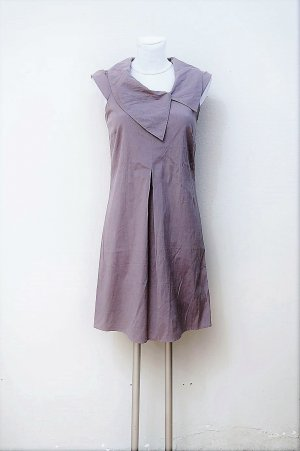 Kleid mit feinen Streifen