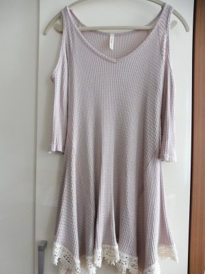 Kleid mit freier Schulter
