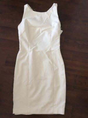 Kleid mit gekreuzten Trägern am Rücken/ Cut outs