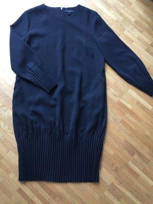 Kleid mit gerafftem Abschluss in schwarz