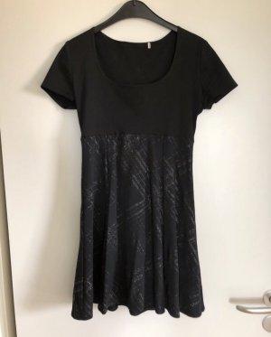 Kleid mit Glitzerverzierungen