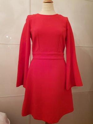 Kleid mit Glockenärmeln