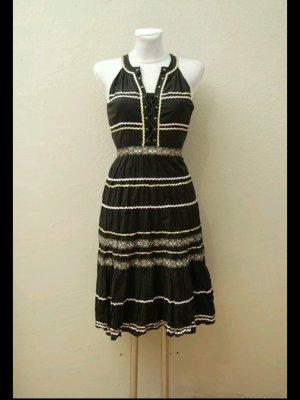 Kleid mit goldenen Borten - Retro Vintage