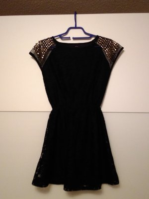 Kleid mit goldnieten