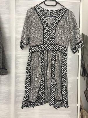 Kleid mit graphischem Muster, Gr. S