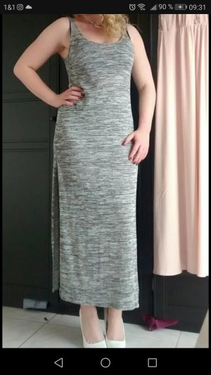 Kleid mit großen Schlitzen
