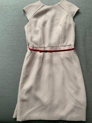 Kleid mit Gürtel und Blumenmuster