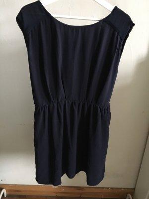 Kleid mit Gummizug in der Taille