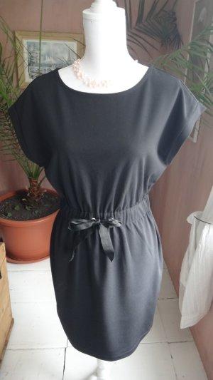 Kleid mit Gummizug und Schleife in der Taille