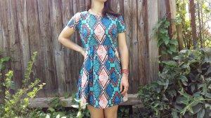 Kleid mit indianischen Musterstil