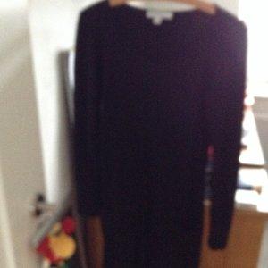 Kleid mit kellerfalte und zwei kleinen Taschen vorne
