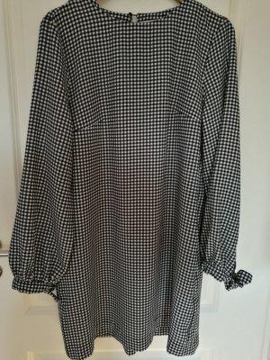Kleid mit kleinen Karos von H&M