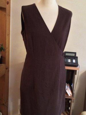 Kleid mit kleinen Streifen in Braun