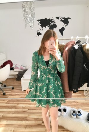 Kleid mit langem Ärmeln