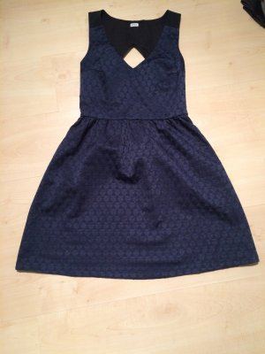 Kleid mit leichten Rückenausschnitt