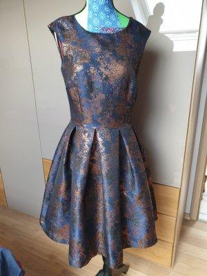 Kleid mit metallic Highlights