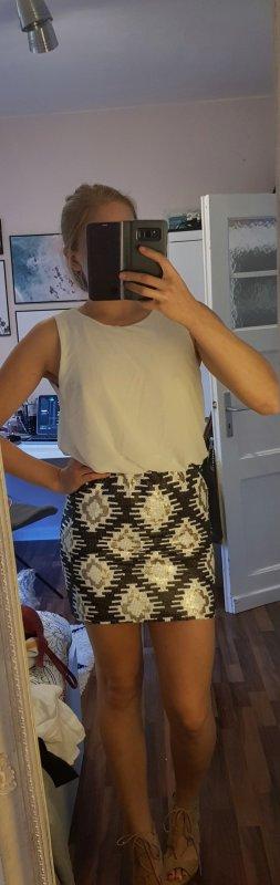 Kleid mit Pailletten in Größe S