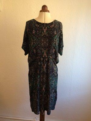 Kleid mit Paisley und Ornamenten im Boho-Look