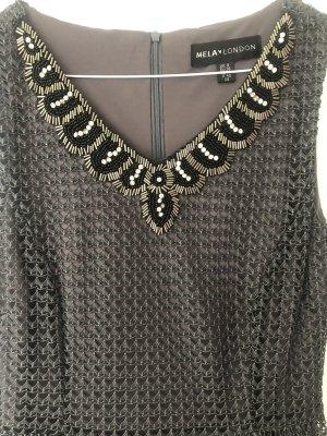 Kleid mit Perlenbesatz