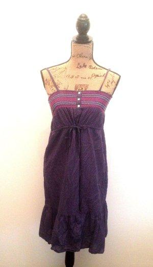 Kleid mit Polkadots und schöner Stickerei