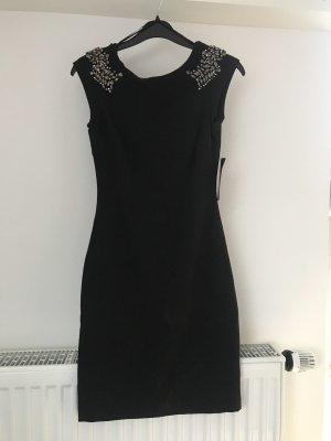 Kleid mit Rückenausschnitt und Verzierungen