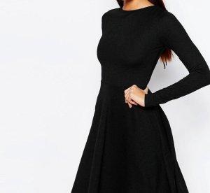 Kleid mit Rückenausschnitt zum schnüren