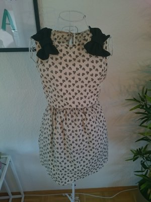 Kleid mit Schleifen und Herzen