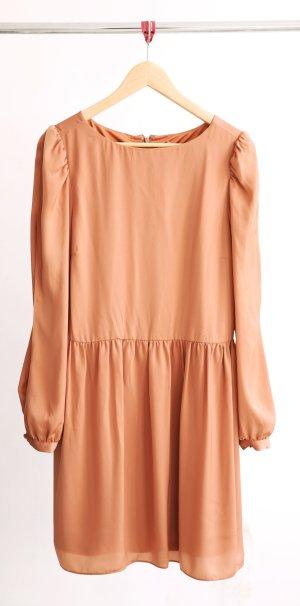 Kleid mit Schlitz am Ärmel