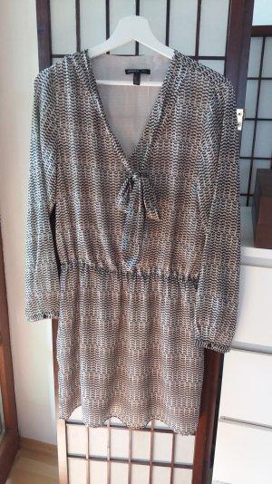 Kleid mit Schluppe von Mango Suit