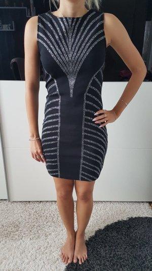 Kleid mit Schmuckapplikation