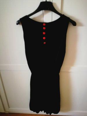 Kleid mit schönen Knöpfen