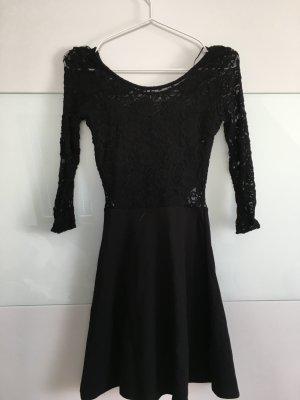 Kleid mit schößchen und spitze