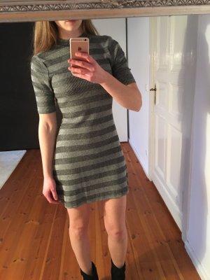 Kleid mit sexy Rückenausschnitt