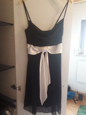 Kleid mit Spaghetti Trägern:)