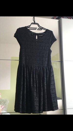 Kleid mit Spitze in Schwarz