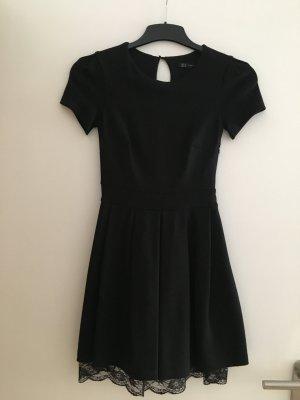 Kleid mit Spitze in schwarz neu XS