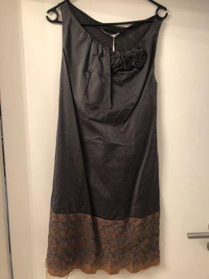 Kleid mit Spitze und Glanz