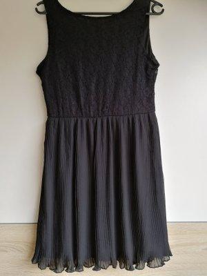 Kleid mit Spitze und Pliseerock