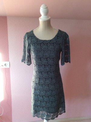 Kleid mit Spitze von Yumi