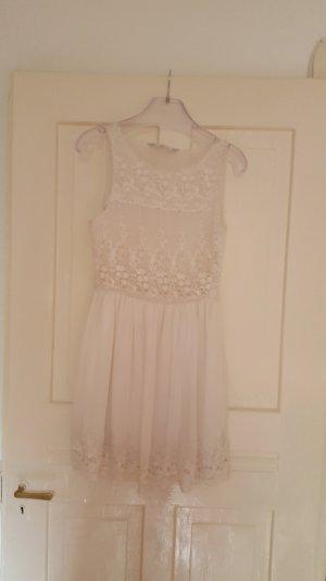 Kleid mit Spitze / Zara