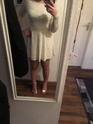 Kleid mit Spitzen Ärmel