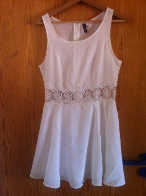 Kleid mit Spitzendetail an Taille