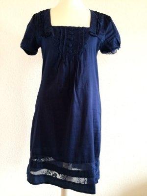 Kleid mit Spitzeneinsätzen