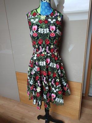 kleid mit stickerei und Blumen