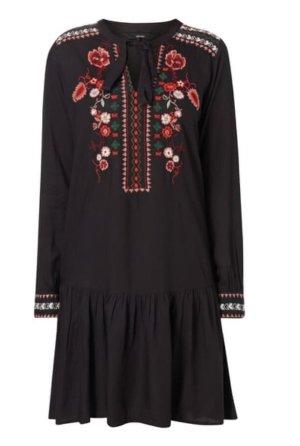 Kleid mit Stickereien und Schnürung