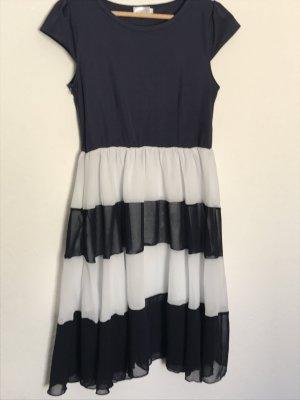 Kleid mit Streifen von Lesara
