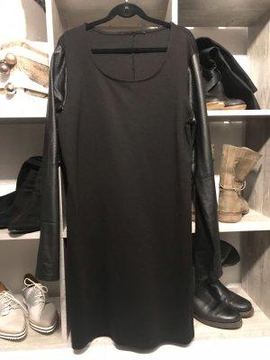 Kleid mit stylischen Kunstlederärmeln