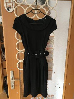 Kleid mit Taillengütel